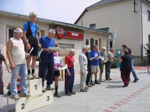 Běh osvobození,vyhlášení vítězů kateg. muži nad60 let