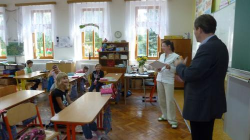 Základní škola Lišany - návštěva ministra vjedné ztříd