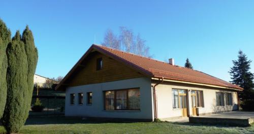Přes prázdniny 2016byla opravena  také střecha budovy MŠ Lišany